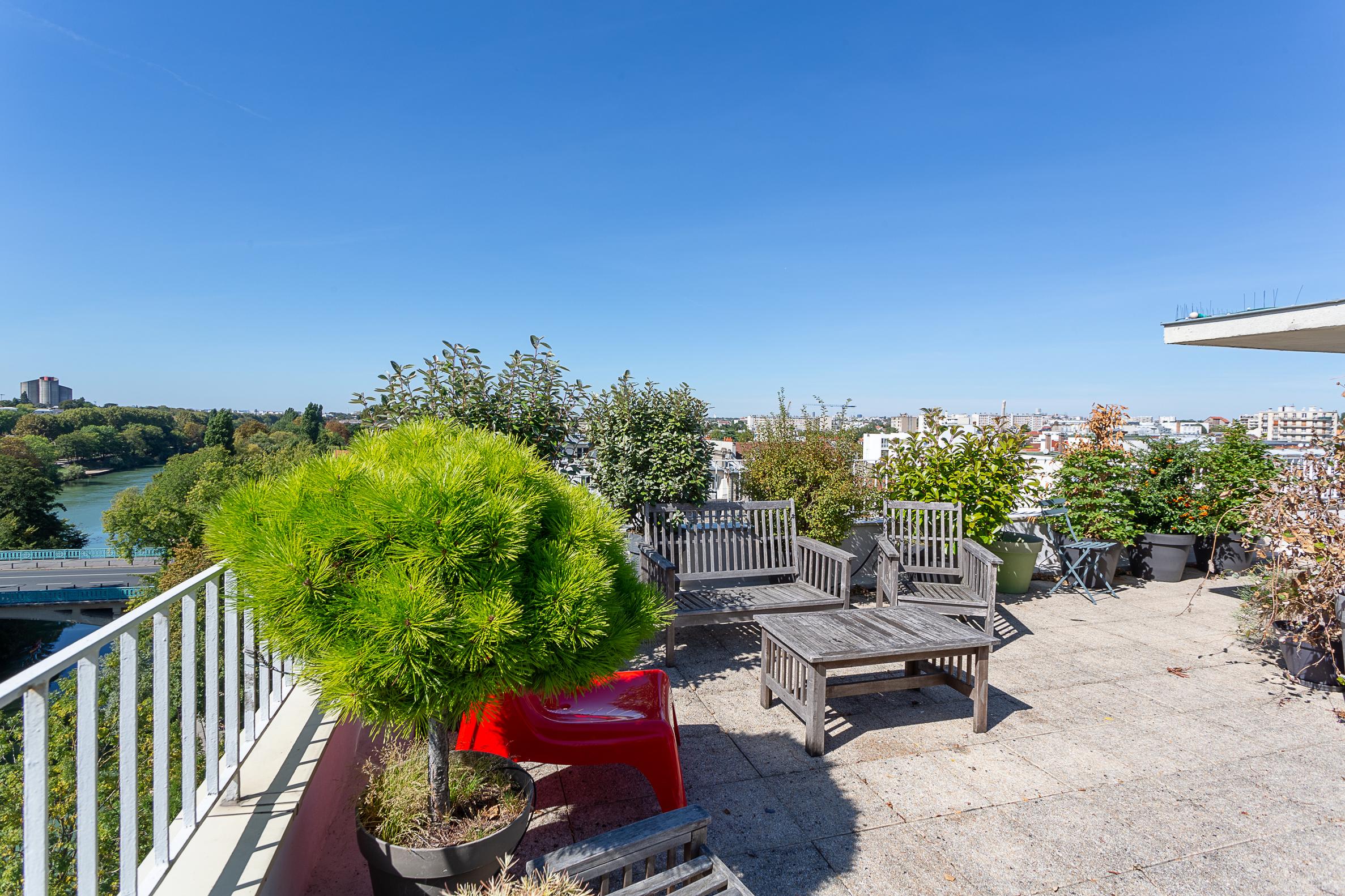 Champigny – RER A – Appartement 6p – Dernier étage – Terrasse – Box