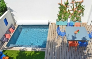Mini jardin avec terrasse et piscine