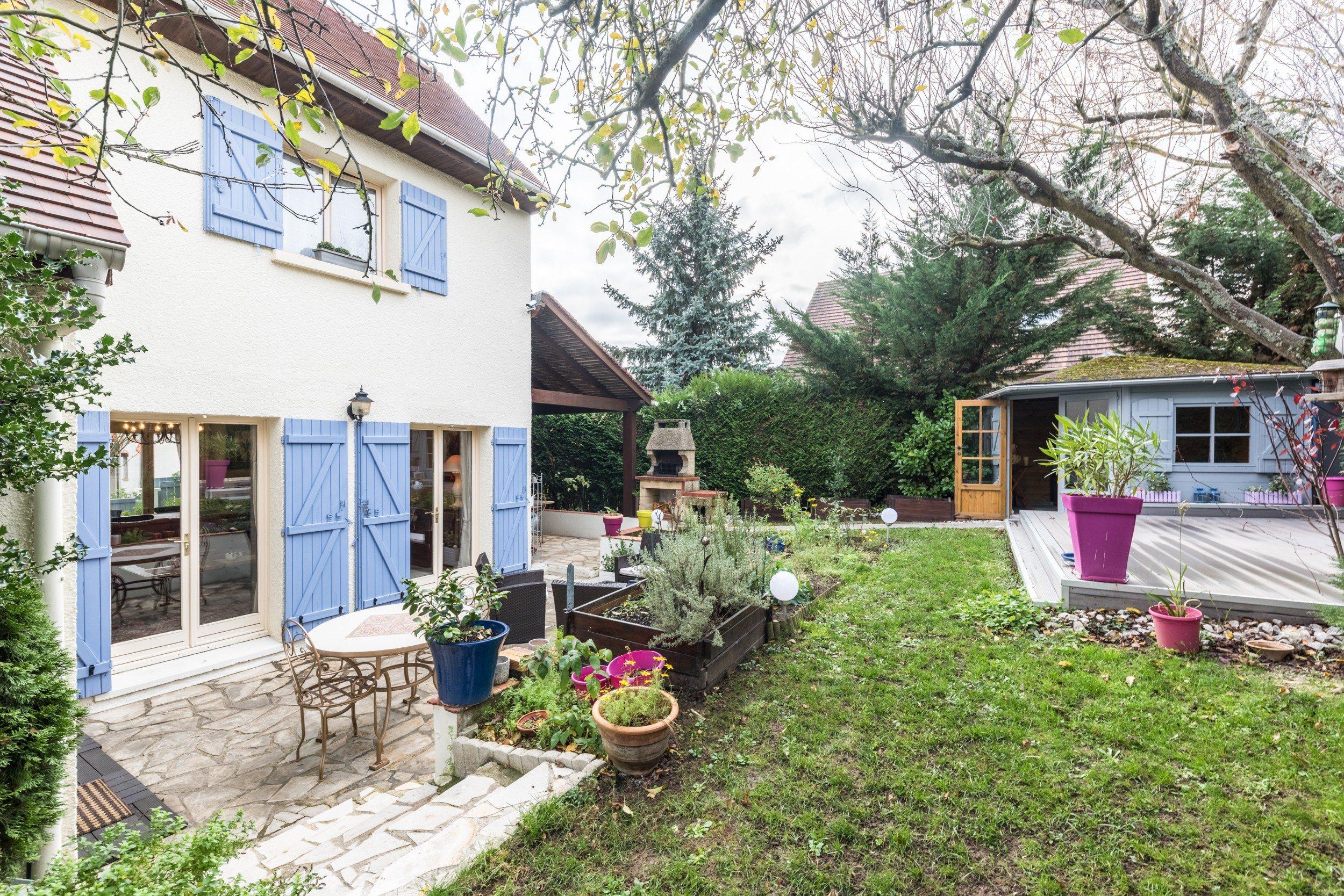 Saint Germain en Laye – Sous-préfecture – Maison familiale 6p – Jardin – Terrasses – Pkgs