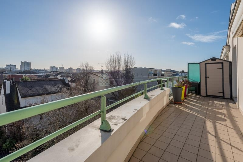 Neuilly Plaisance – Centre – Appartement 3p – Terrasse – Boxes