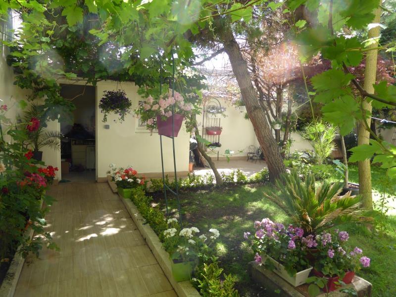 Maison 5p vendre les lilas avec terrasses et jardins 04121 - Terrasse et jardin fleuri paris ...
